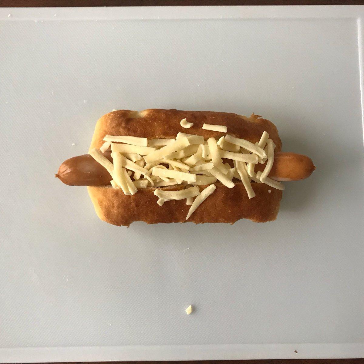 すごく簡単に作れるから朝食にぴったりかも!フォカッチャチーズドッグの作り方!
