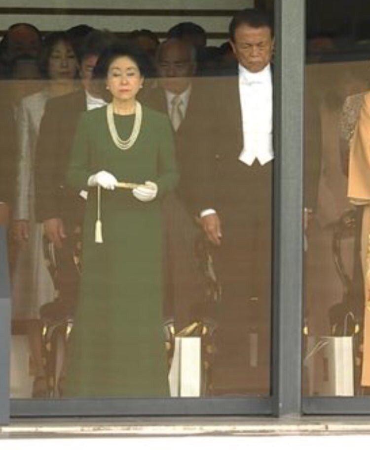 昭恵夫人の服装が炎上してる中、 「多様性の時代ですよ 女は周り