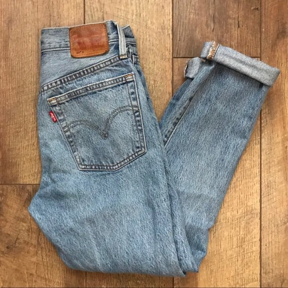 So good I had to share! Check out all the items I'm loving on @Poshmarkapp from @itsblondie__ #poshmark #fashion #style #shopmycloset #levis #freepeople #tahariasl: https://posh.mk/LKAHOmcPR0pic.twitter.com/mVxOjAPAzT