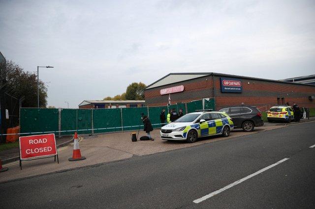 【ロンドン近郊で】トラックのコンテナから39人の遺体見つかる、運転手逮捕 英国遺体のうち38人が成人で、1人が10代とみられる。警察は運転手を殺人の疑いで逮捕した。
