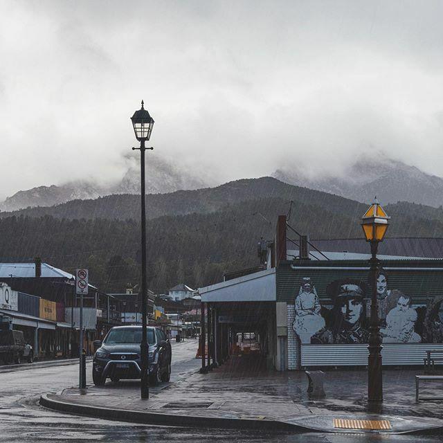 Queenstown, Tasmanie. Beau et triste à la fois, surtout avec cette pluie. #latergram @tasmania #discovertasmania #ausqc https://ift.tt/2W6V13apic.twitter.com/8TqdEomNKN