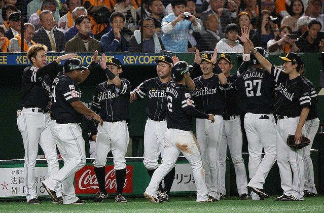 【日本シリーズ】ソフトバンク、3年連続日本一!球団60年ぶりシリーズ4連勝4連勝での日本一は球団では60年ぶり。工藤監督は選手時代と合わせて通算15度目の日本一となった。
