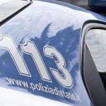 Image for the Tweet beginning: La bloccano fingendosi carabinieri Donna