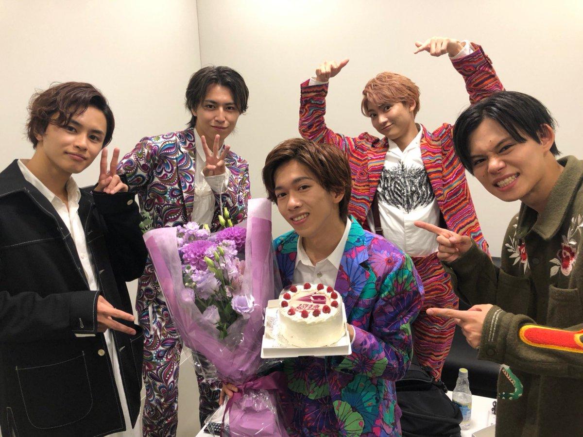 日本テレビ「バズリズム02」の収録にて、リョウガの誕生日をお祝いしていただきました🎂ありがとうございました!トーク&ライブで出演いたします✨お楽しみに!(ケーキはメンバーで仲良く美味しくいただきました😋)#超特急 #リョウガ #おめでとう#バズリズム #RevivalLove