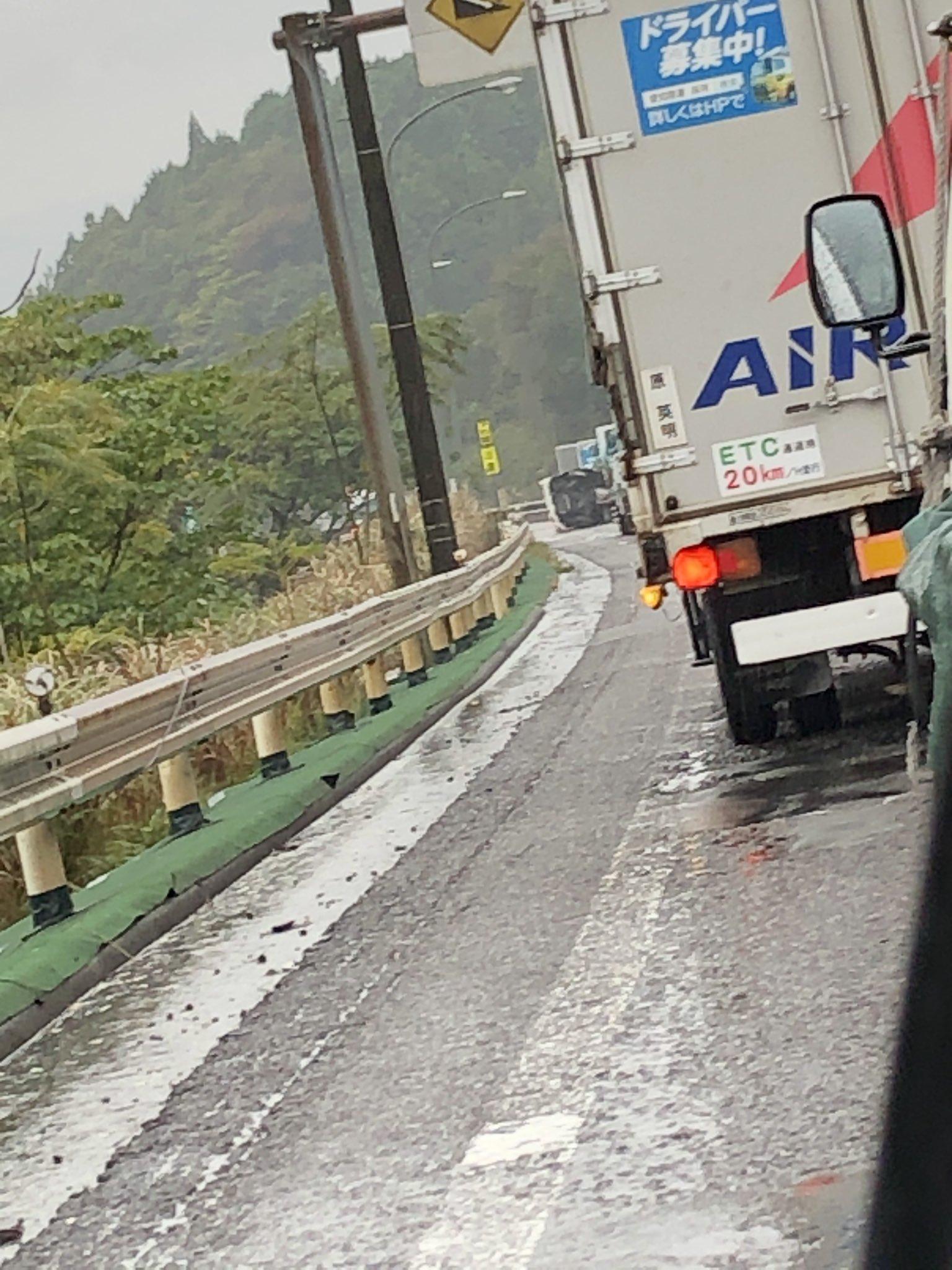 名阪国道の柘植町で横転事故が起きた現場の画像