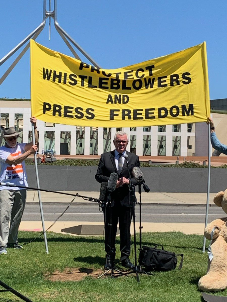 Joined the rally at Parliament House today standing up for whistleblowers and media freedom. Great to catch up with Bernard Collaery again, a true hero defending Witness K #auspol #politas #PressFreedom