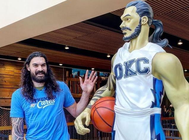 NBA球星雕像都長什麼樣?Adams變二次元水行俠,真假柯瑞傻傻分不清!