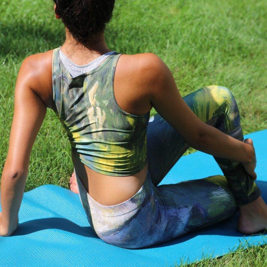 Stretching in Style. • • • • • #athleisurestyle #newyorkartgallery #pilatesfitness #reenergize #gymlooks #weworkout #highvibetribe #dancefashion #fitnessfashiongirls #ecofriendlyclothing #sustainableart #balletbeautifulfit #barrefitness #mommyfit #wearableartpic.twitter.com/VN05tbwuCT