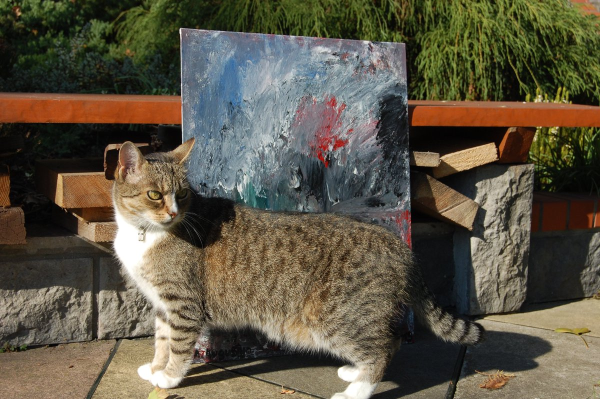 Oh hi mom. Let me improve the photo of that weird thing you call painting. #abstractart #cat #Lusia #cats #artistsandtheircats #abstractexpressionism #art #fineart #contemporaryart #painting #paintings #myart #Autumn<br>http://pic.twitter.com/12YdQl0NXT