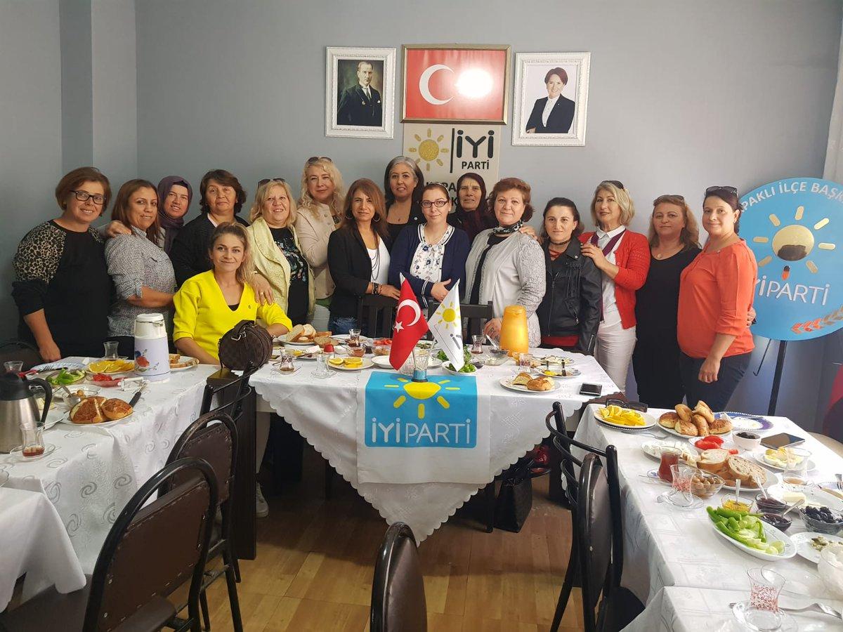 İYİ Parti Kapaklı İlçe Teşkilâtımızda Kadın üyelerimizin düzenlemiş olduğu kahvaltı programımıza İYİ Parti  İl Kadın  Politikaları Başkanı sn. Gökçe  Gülçiçek ve İlçe Kadın Politikaları Başkan ve  Başkan Yardımcılarımız  katılım sağladılar .