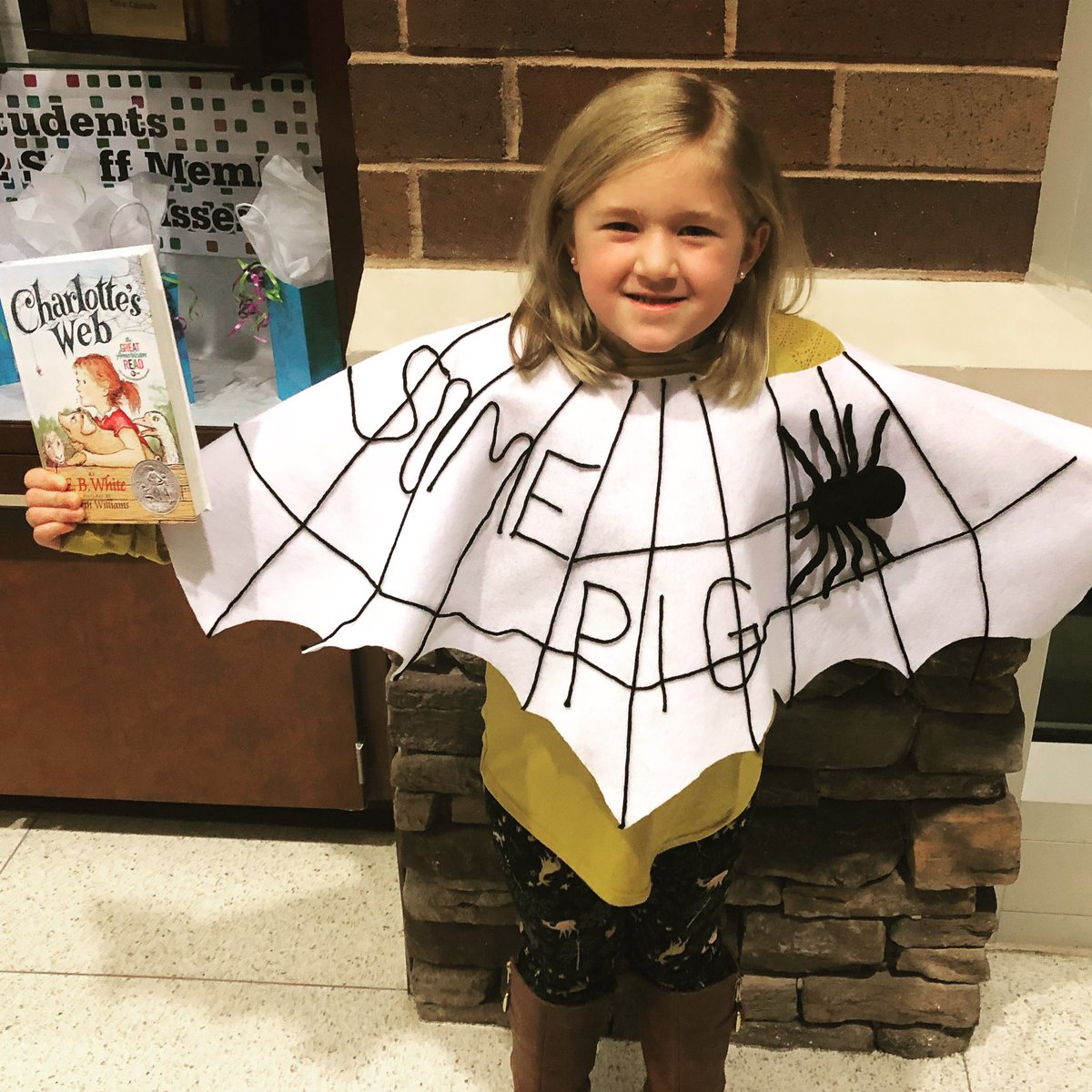 Storybook character day at Rocky Creek 🕷🕸🐷 #CharlottesWeb #storybooks #OneRCE #Somepig https://t.co/0k3UNmw6oJ