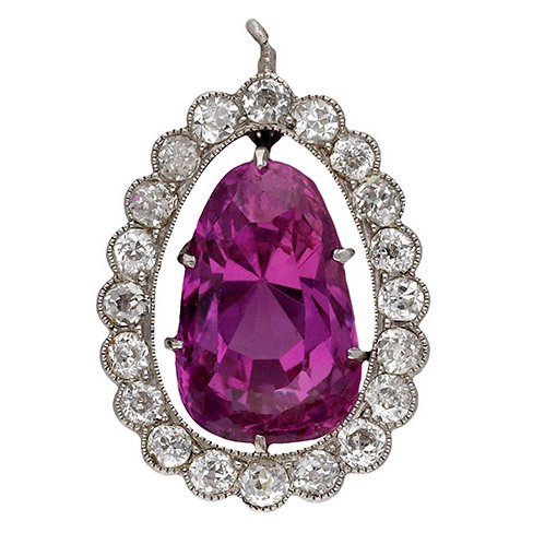 The colour of this #Pink!  A diamond & Sri Lankan pink #sapphire #pendant, accompanied by a GCS Sapphire Report, sapphire weight approximately 6.4 carats #pinksapphire #srilankansapphire 26 November #jewellery #auction #savethedate! http://www.dnw.co.uk/auctions/catalogue/lot.php?auction_id=504&lot_id=70066 …pic.twitter.com/y6Nrr3ZjL5