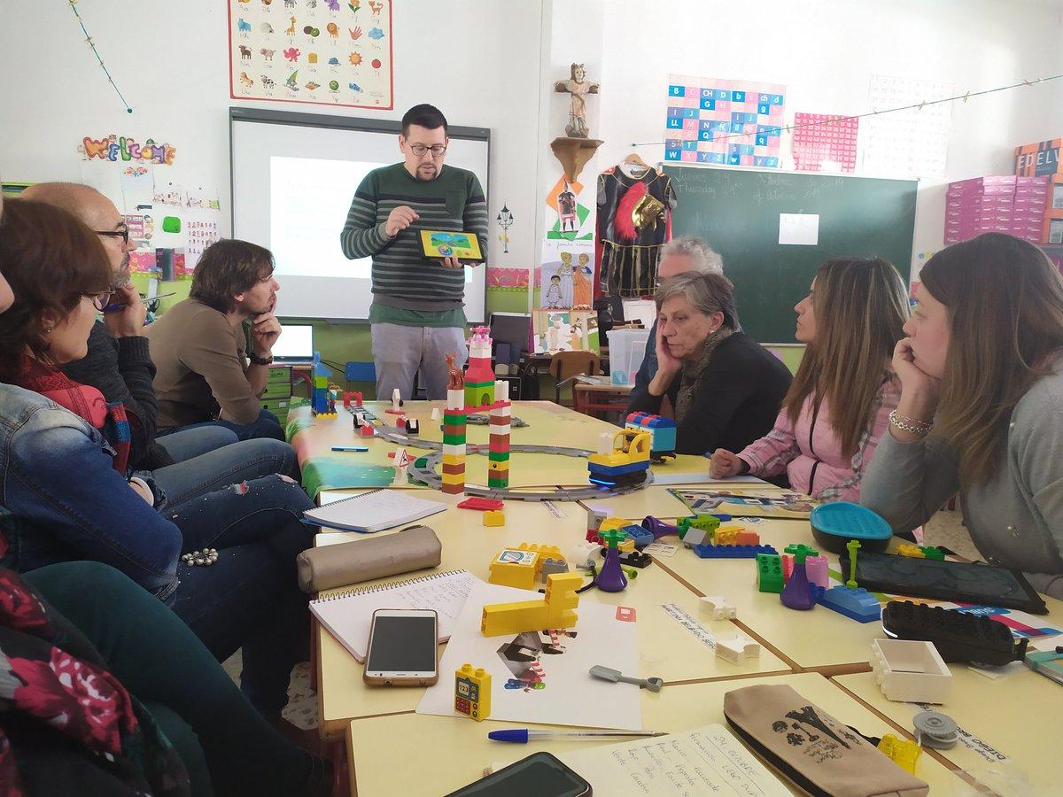 En el @ColeRemedioSC ya se han subido al tren de #CodingExpress de #LEGO para completar su propuesta de robótica infantil. Los alumnos de segundo ciclo aprenderán habilidades básicas de programación, como secuencias, bucles y condicionales. #NextSTEAMEdelvives #robóticaEdelvives