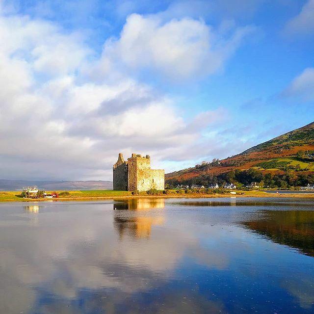 Lochranza Castle, Isle of Arran, beautiful scenery, view from the bus #isleofarran #arran #scotland #scotlandinminiature #lochranza #loch #scenic #seaandmountains #viewfromthebus #stagecoachbus #busjourneys #fantasticview #castle #scottishcastle #stunnin… https://ift.tt/2p9Lo7Kpic.twitter.com/7FNhEnNVek