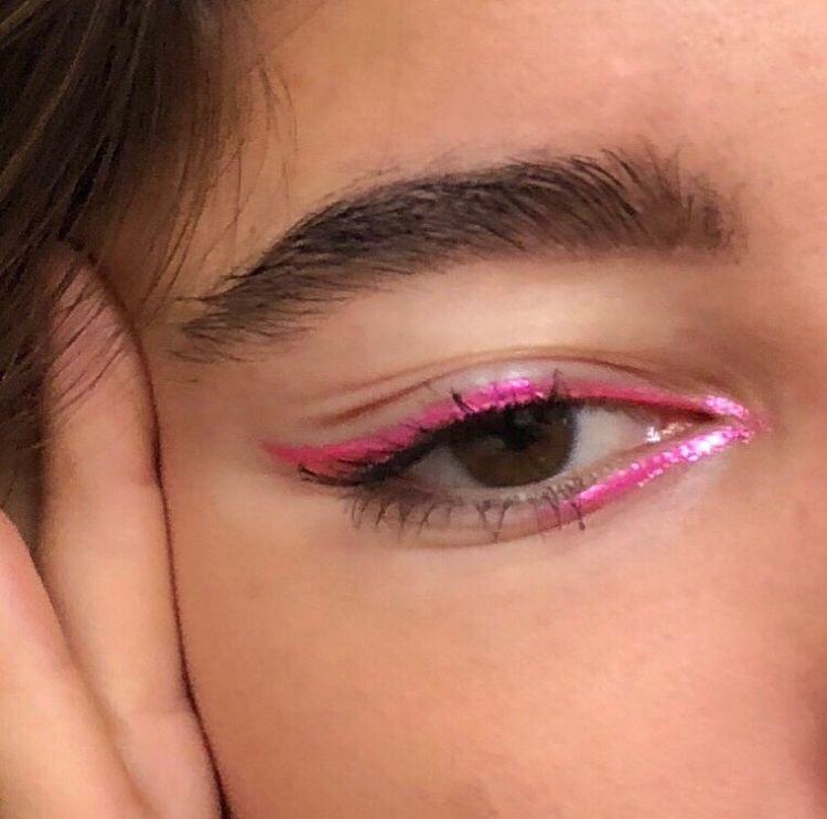 Sencillo pero super cool. Padrísimo para unas fotos 😍 Expo 15 Palacio de los deportes. 😘 #makeup #friends #motivation #friends #motivation #cool #pretty  #hair #party #night  #pink  #paris #Amor #Amigos #Hermoso #arte  #fotografía  #vida