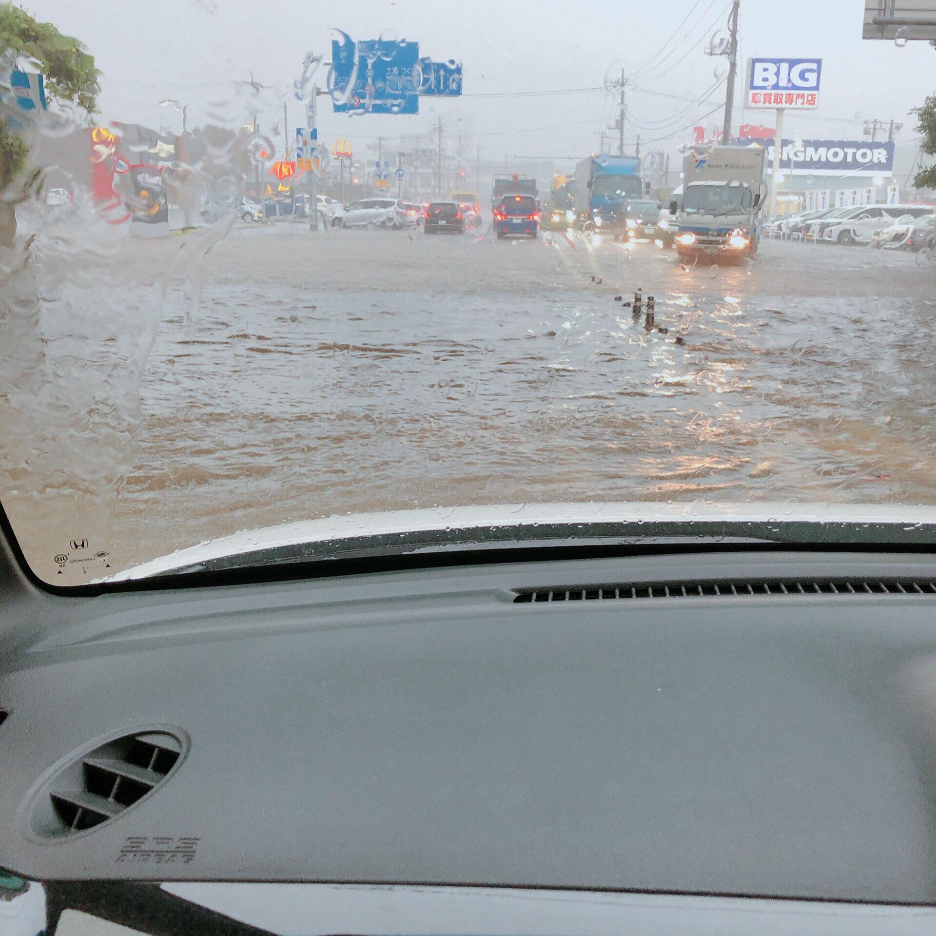 成田市が大雨で道路が冠水している現場の画像