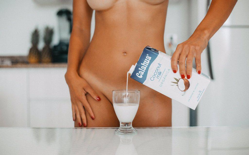Ya #desayunaron? Buen #viernes #sexy #beautifulgirls #breakfast #milk #body #playboy #FitnessModel #impliedmagazine @impliedmag #manuphotograph