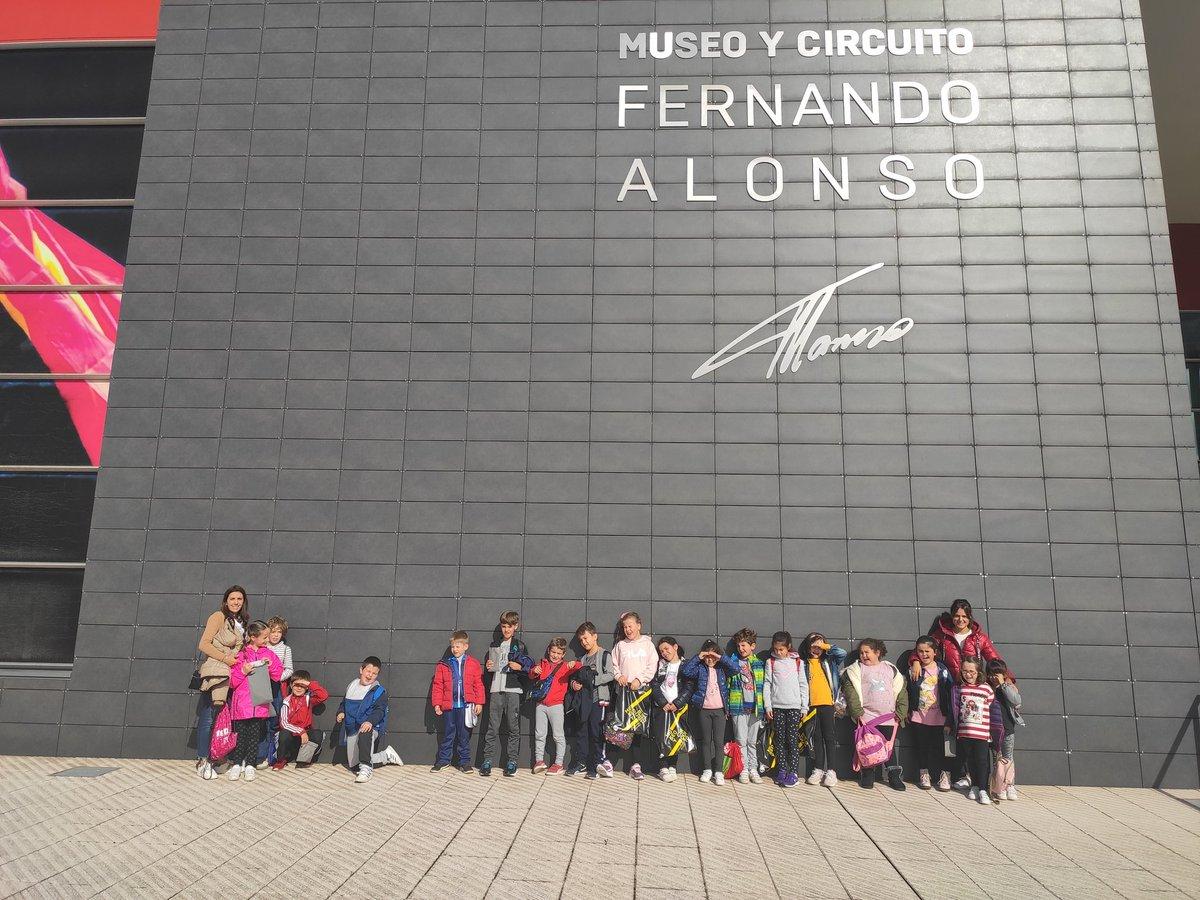 Visita al Circuito-museo Fernando Alonso del alumnado de segundo y tercero de primaria. Conociendo a fondo a nuestro paisano, @fernandoalonso y aprendiendo #educacionvial. Gracias @CircuitoMuseoFA