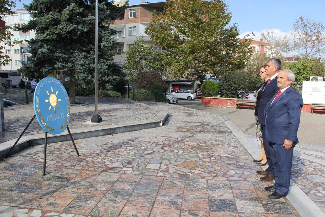 İYİ Partimizin 2. Kuruluş Yıl Dönümü vesilesiyle Kapaklı Meydanında  Atatürk Anıtına Çelenk Sunma Programımızı gerçekleştirdik. #iyiparti2yasında