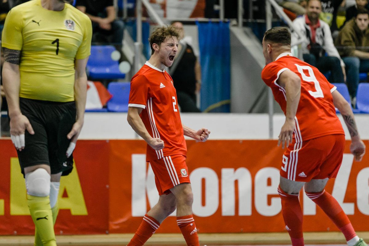 🇦🇹 0-2 🏴󠁧󠁢󠁷󠁬󠁳󠁿 | HANNER AMSER Positive #Cymru performance with goals from Hugh & Davies in the first half of the International Futsal Friendly against Austria. 📺 Yn fyw | Watch Live: bit.ly/340kkqn #TogetherStronger