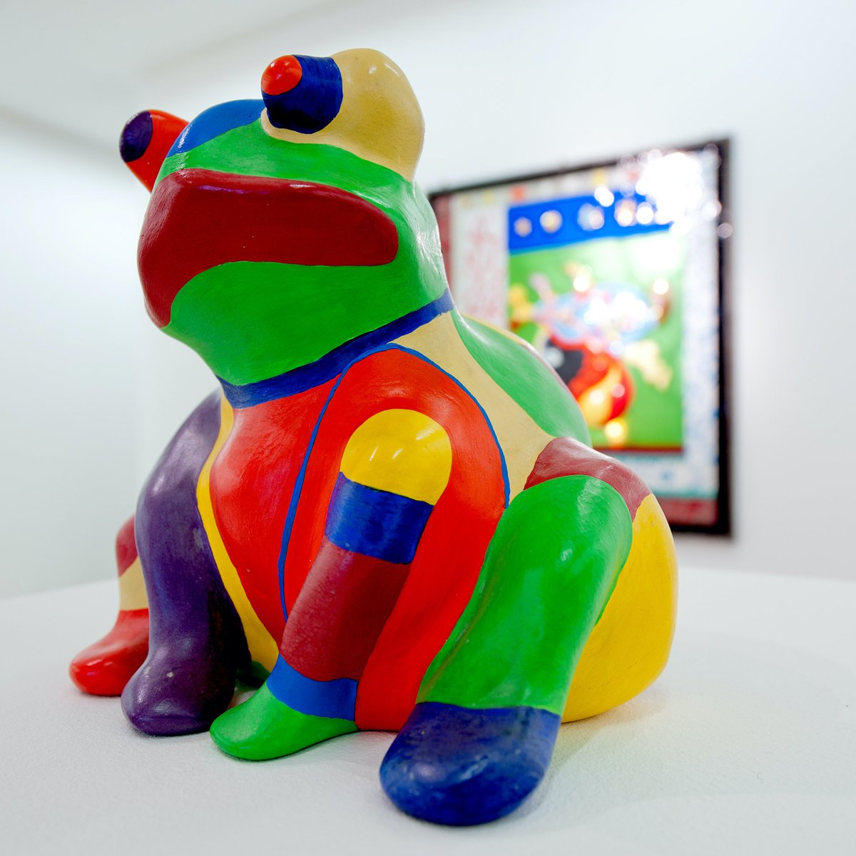 "HAPPY FRIDAY! Here's a frog for you to sweeten the deal!   Niki de Saint Phalle, ""Grenouillle"", 1974. Exhibited at Gimpel Fils in 2011. Photo: courtesy Gimpel Fils, London.  #NikideSaintPhalle #grenouille #frog #womanartist #outsiderart #animals #funart #makesmesmile #happyfriday<br>http://pic.twitter.com/p3KmXR9jOn"