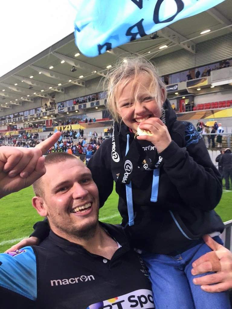 This is my favorite rugby memory ever Eves big mate @GGreid87 keeping his promise he would find her in the crowd after the game for another photo what a memory he made for her & all our family #legend #selfiqueen #selfiking #pro12final2015pic.twitter.com/8yqUqFZs8g
