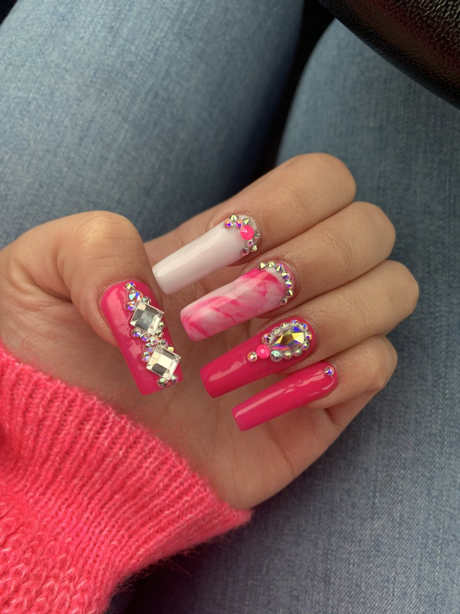 Kinda obsessed with the set I just did #arlingtonnails #dallasnails #fortworthnails #arlingtonnailtech #dallasnailtech #fortworthnailtech #ch3ynails<br>http://pic.twitter.com/5tPzT0iijN