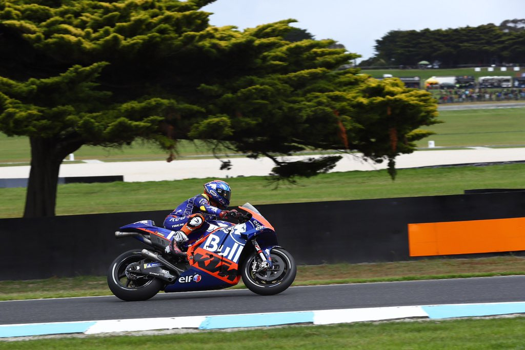 Not much action in FP3 this morning with strong winds and drops of rain 🌧🇦🇺 #KTM #Tech3 #MotoGP #HS55 #Bo55ku @MotoGP #AustralianGP