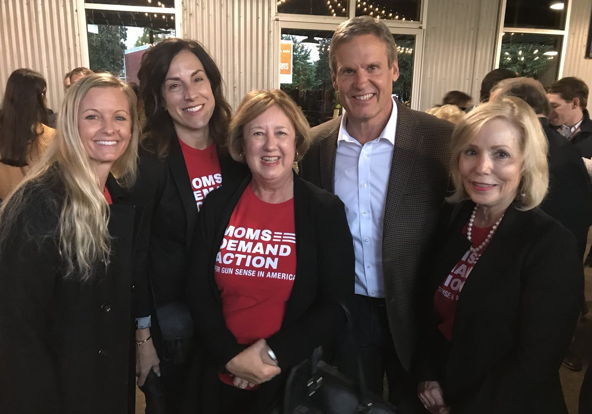 If there's a campaign kickoff you can #ExpectUS to be there & learn how the policies of that candidate will make Tennesseans less or more safe. Tonight Williamson County @MomsDemand introduced themselves to @GovBillLee. We belong where the decisions are being made. #tnleg