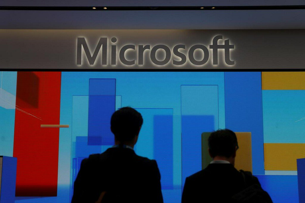Microsoft beats Amazon for Pentagon's $10 billion cloud computing contract