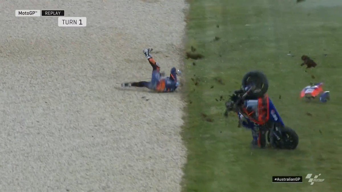 😲 @_moliveira88 has a high speed crash at Doohan corner! The @Tech3Racing rider is conscious and being helped away on a stretcher 💢 #AustralianGP 🇦🇺