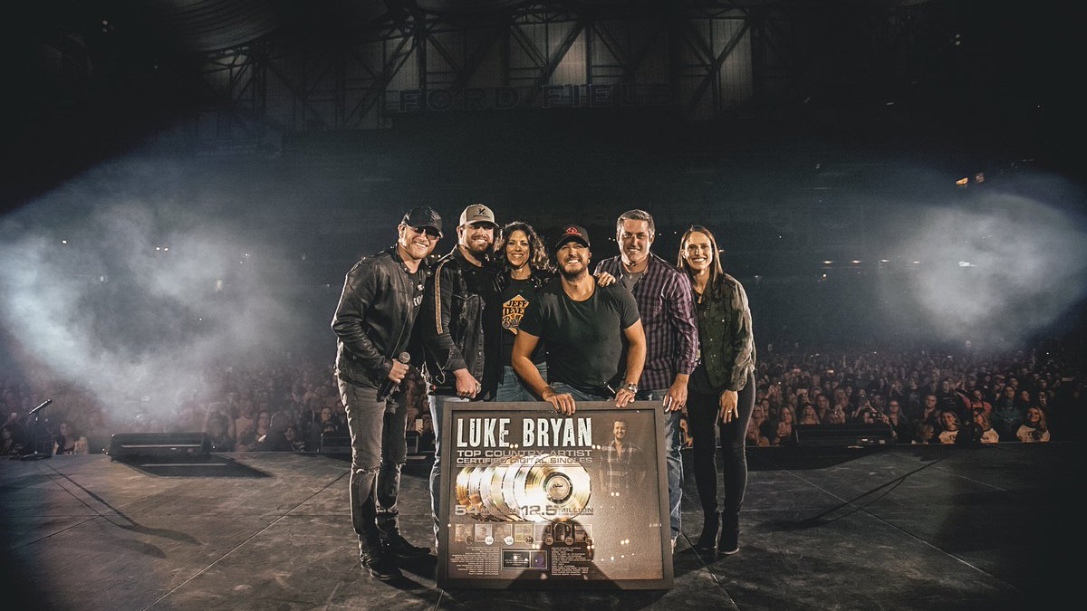 Can't think of a better way to close out the #SunsetRepeatTour. Tonight I found out that I have more @RIAA certified digital singles than any country artist in history. It's all thanks to you guys. Love ya.