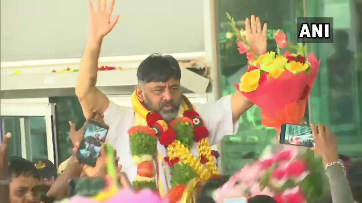 Congress party workers giving a grand welcome to a man who comes out of jail on bail in connection with a massive money laundering case. They just can't control their joy & pride while welcoming their 'best performing' colleague!! Shamelessness of another level!! #DKShivakumar