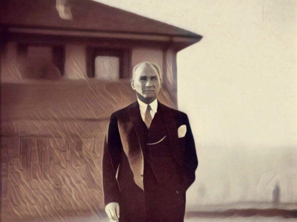 RT @avfikretyeni: Gazi #MustafaKemalAtatürk'ü vefatının 81. yıl dönümünde rahmet ve minnetle anıyoruz..  #10Kasım https://t.co/Pc0a3YVlEa