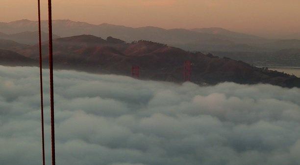 Replying to @MarkTamayoKTVU: Fog making its move Saturday evening.