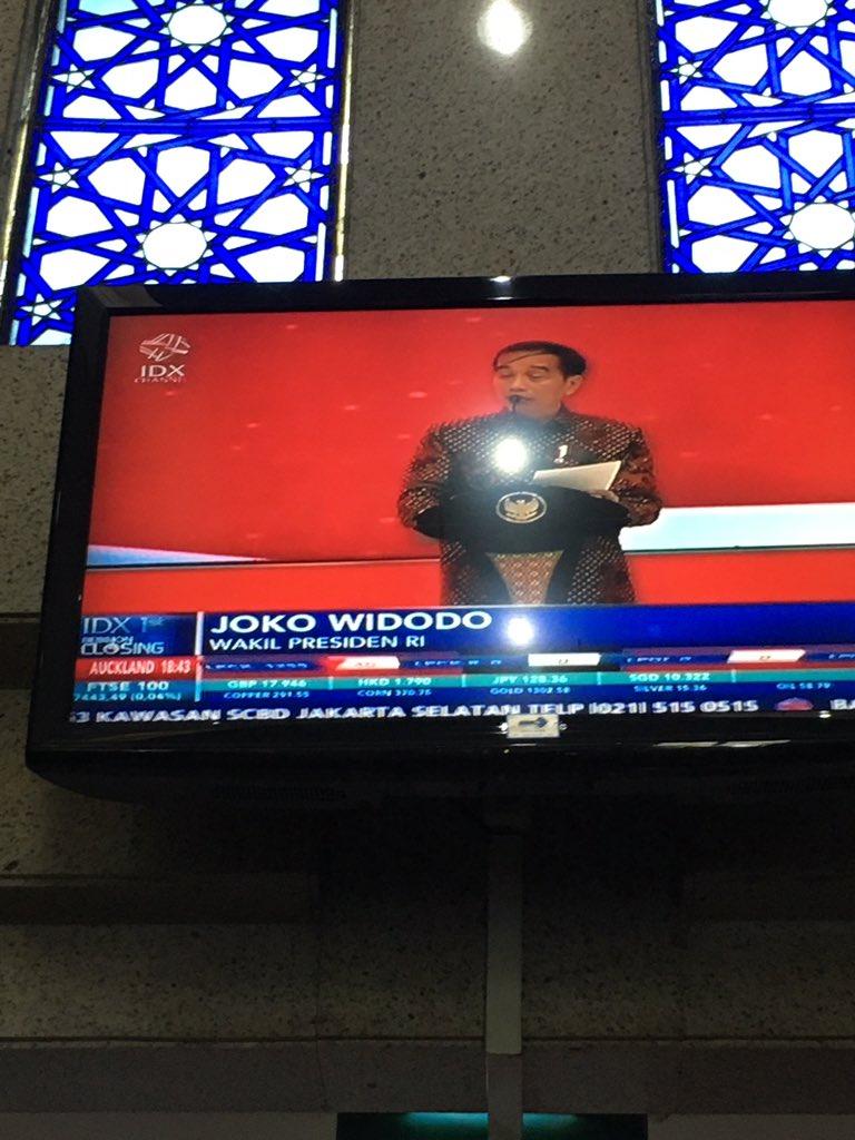 Hmm.. sepertinya saya lagi serius nyimak pidato, yg lagi ditayangkan oleh @idx_channel tapi kok... https://t.co/jHZ7yV9O5b