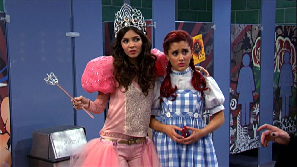 Now I know where Ariana got inspiration for her sweetener tour outfits @ArianaGrande #ArianaGrande<br>http://pic.twitter.com/vxeRO3SAIb