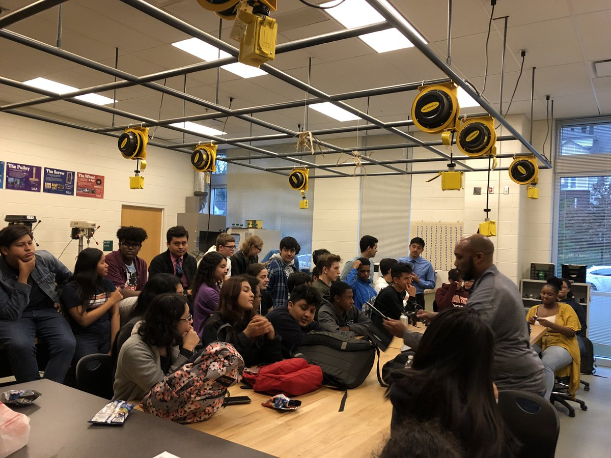 STEM Club experienced <a target='_blank' href='http://search.twitter.com/search?q=VirtualReality'><a target='_blank' href='https://twitter.com/hashtag/VirtualReality?src=hash'>#VirtualReality</a></a> & <a target='_blank' href='http://search.twitter.com/search?q=drones'><a target='_blank' href='https://twitter.com/hashtag/drones?src=hash'>#drones</a></a> today. Smiling faces while learning about all the cool things that can be done with these technologies. Thank you <a target='_blank' href='http://twitter.com/CharlesRandolp3'>@CharlesRandolp3</a> for your time! <a target='_blank' href='http://twitter.com/principalWHS'>@principalWHS</a> <a target='_blank' href='http://twitter.com/APSVirginia'>@APSVirginia</a> <a target='_blank' href='http://twitter.com/APS_OEE'>@APS_OEE</a> <a target='_blank' href='http://twitter.com/APSGifted'>@APSGifted</a> <a target='_blank' href='http://twitter.com/wakefieldptsa'>@wakefieldptsa</a> <a target='_blank' href='https://t.co/uAJbILvPFW'>https://t.co/uAJbILvPFW</a>