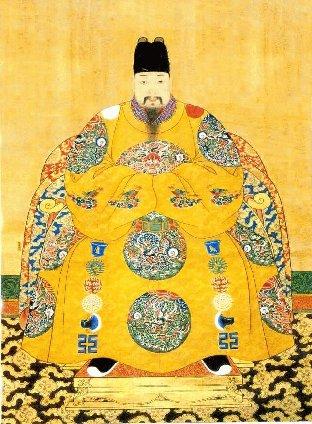 @seijichishin 古代中国の王が着た服には九つの龍のマークがあります(黄色い服)、これは王朝から賜った官職に応じて数が決まるらしいです。 しかし琉球王の服には、中国の文化的影響を受けて龍の刺繍はあっても、官位を表す丸い龍の刺繍はありません(赤い服)。 https://t.co/kjueubUDgK