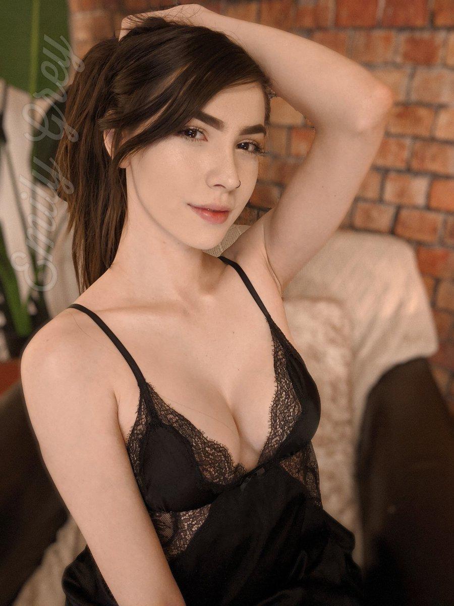 Nude Emily Grey