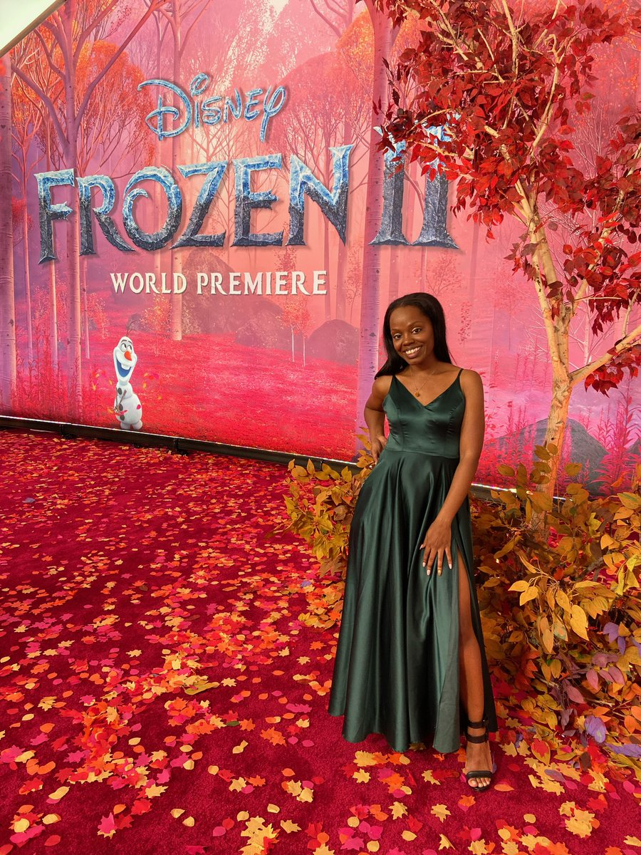 It's happening! Walked the red carpet at the world premiere of @DisneyFrozen ! In a few minutes we'll be among the first go see the movie! I can't wait to tell you guys what I think. #Frozen2Premiere #TheGeeklyRetreat #thegeeklyshow #frozen2 <br>http://pic.twitter.com/wtUASVEc45