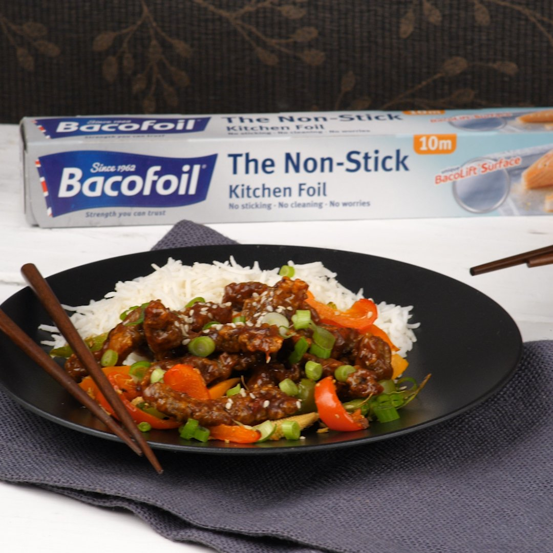It's the first #FreebieFriday of the month and we're GIVING AWAY 5 rolls of our Non-Stick foil and Bacofoil vouchers.  To ENTER, tell us what delicious dishes you plan on cooking up in November and TAG who you'll be sharing them with.    #Giveaway #Prize #Cooking<br>http://pic.twitter.com/OjrxLI5l9f