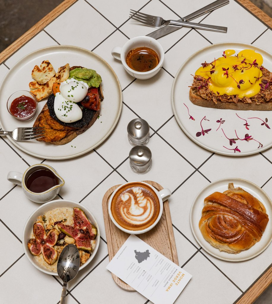 That #friday feeling is here! Kick-starting our weekend with a beautiful brunch spread.  -- #ModernCoffee #WatchHouse #WeekendBrunch #Food #Brunch #Spitalfields #TowerBridge #Coffee #WorldVeganMonth<br>http://pic.twitter.com/fz4bafiNGc
