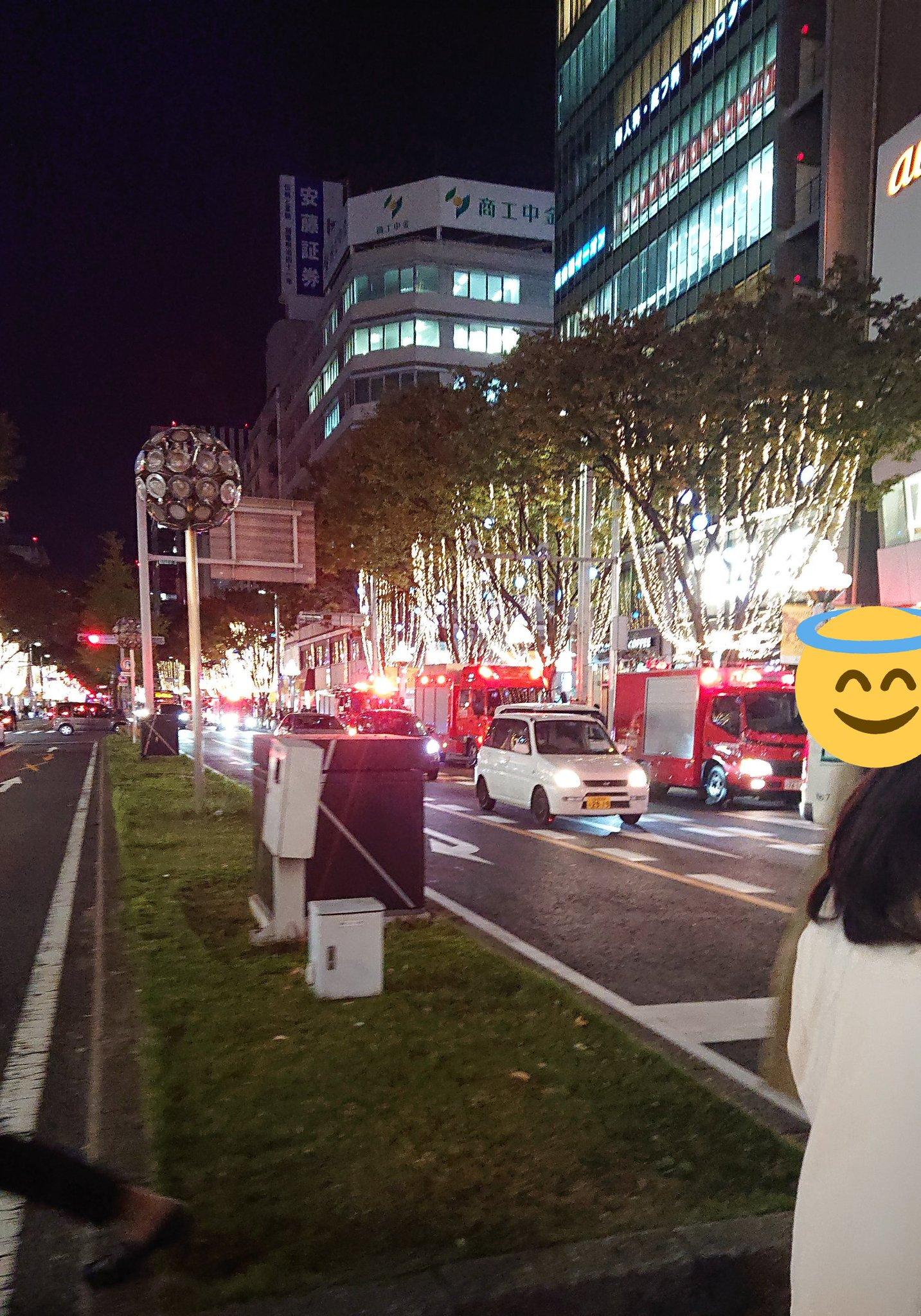 画像,栄で火事あったのかな?会社帰りにサイレン鳴ってるなーて思って歩いてたらめっちゃ停まってたよ消防車10台くらいは停まってたし、どんどん来てた。全然サイレン鳴り止ま…