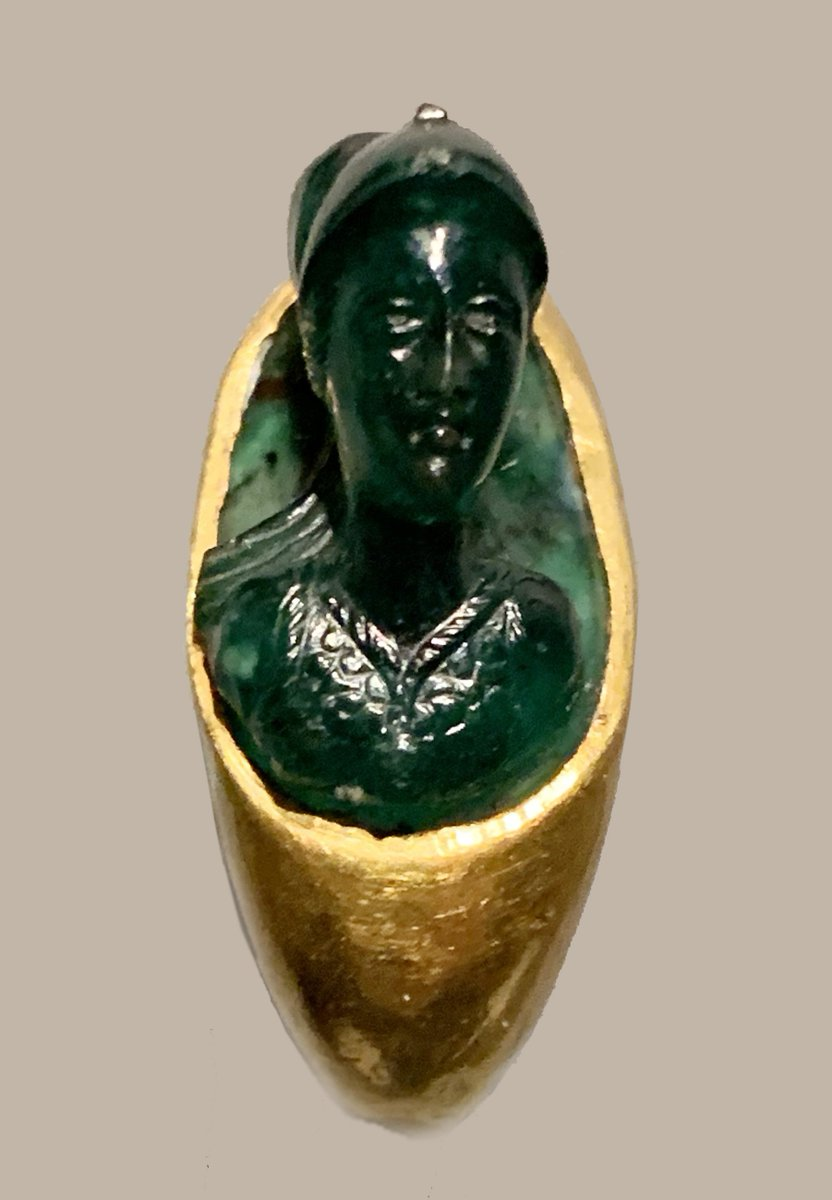 Bust of Minerva carved in high relief. She wears a snake-edged aegis and a helmet in her role as warrior goddess. Green chalcedony cameo in a gold ring Roman AD 1-100 #Archaeology #GOLD #jewelry #FridayVibes <br>http://pic.twitter.com/VcFrRm3C0T