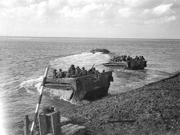 Today is the 75th anniversary of the end of the Battle of the Scheldt. UK and @CanadianArmy forces had been battling for over a month to capture ground around the port of Antwerp. The battle, much of it involving amphibious warfare, cost the Allies around 12,900 casualties.