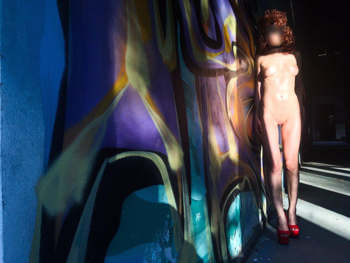 💋Please RT & Follow @laleidirastal💋 🇮🇹Vicini al fine settimana! 🇬🇧WE is approaching! #FriskyFriday #FridayFeeling #FridayMotivation #fica #cunt #pussy #tette #tits #boobs #gambe #legs #fetish #nudeart #thesexpedition #SexpeditionStunner #Annunci69 #a69 #rastal04 #laleidirastal