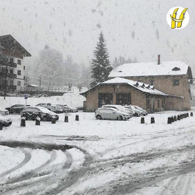 Buongiorno da Cortina sotto la neve. ❄️