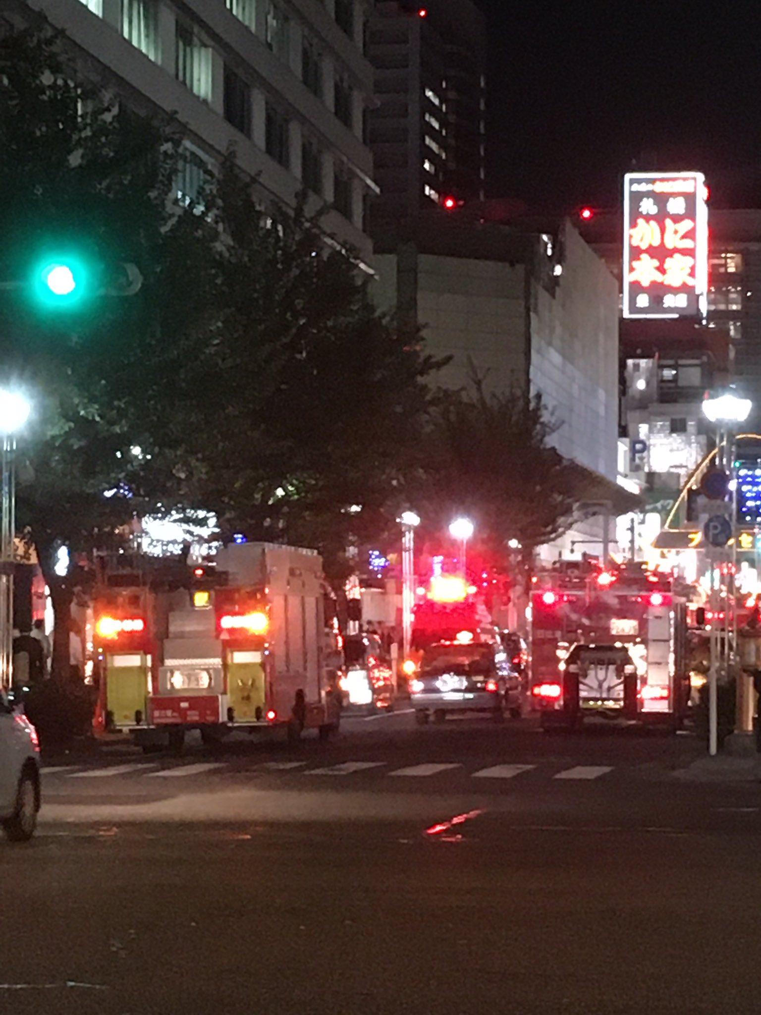 画像,名古屋 栄錦消防車が10台ぐらい何かあったのかな?騒がしいよ! https://t.co/vbv4xrLX4R。