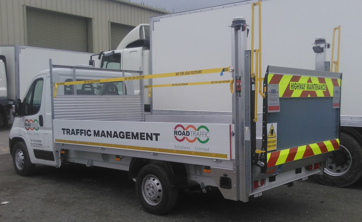 test Twitter Media - Peugeot Boxer Traffic Management Spec Dropside with Palfinger 500KG mesh platform column tail lift  With thanks to Road Traffic Solutions & Beerhouse  #RoadTrafficSolutions #Beerhouse #Peugeot #TrafficManagement #Dropsider #Palfinger #ColumnTailLift #MWHull #KeepingBritainMoving https://t.co/AeOBle8sKi